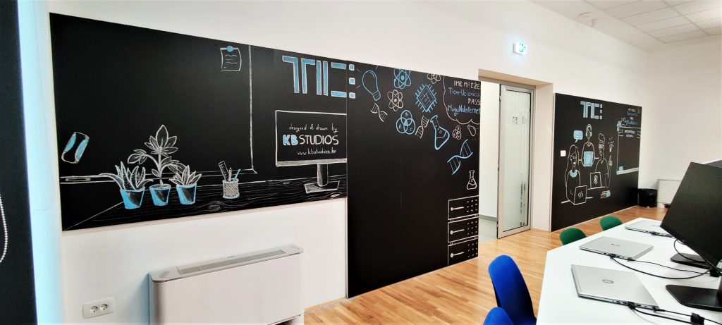 Tim K.B. Studios već je (o)stavio svoj autorski trag na zidovima informatičke učionice u TICM3 zgradi